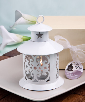 Fabulous metal lantern favor-Fabulous black metal lantern favor, lanterns, favor favor, white lanterns, favors, candles for a wedding, wedding lanterns